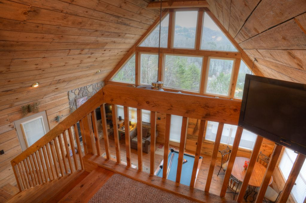 Tiffany Hallow One mile from Dollywood! Hot Tub Sleeps Six - Pigeon Forge