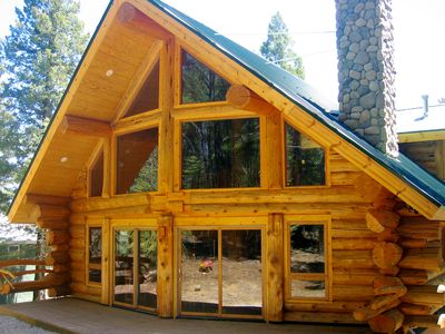 Handcrafted Log Home with hot tub backing into National Forest