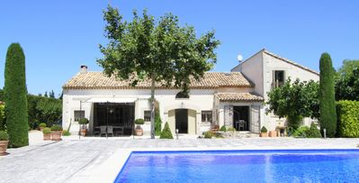 Photo for Villa Pierre de Pays, traditional style 7-bdrm villa in Les Alpilles, private pool