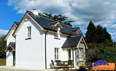 Photo for Beautiful detached cottage overlooking Kenmare Bay a stroll from town