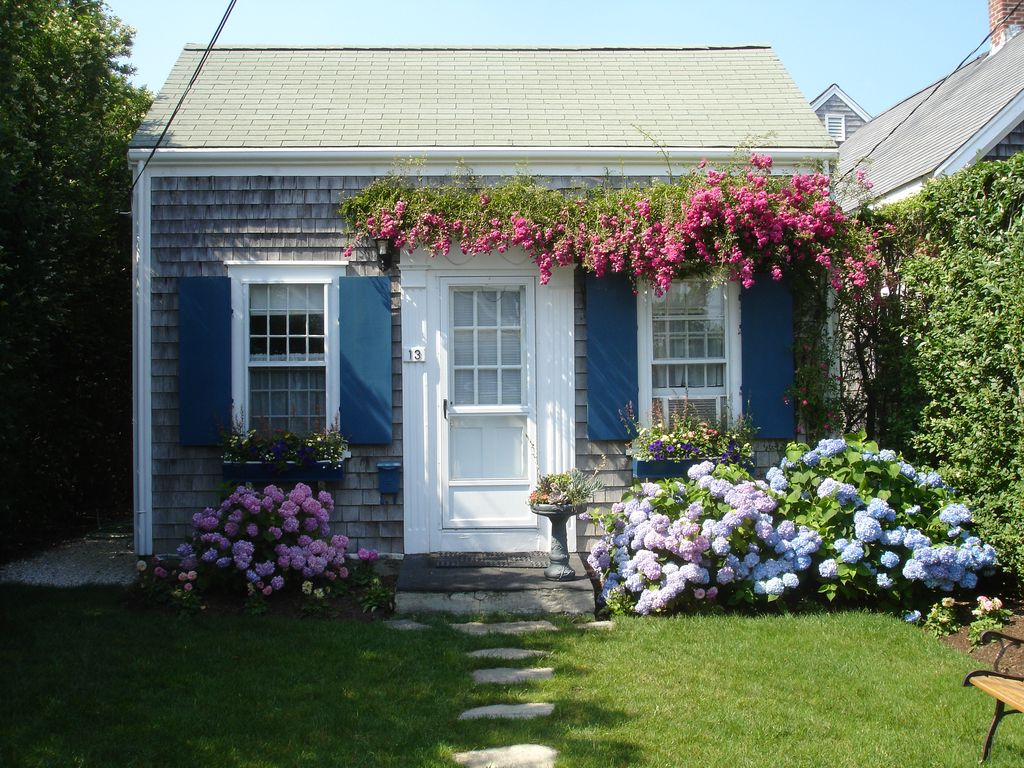 Charming brant point rose covered cottage homeaway for Pretty small houses