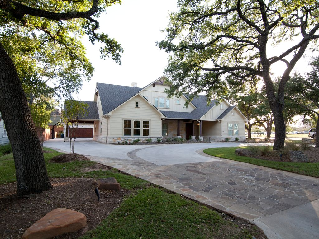 ACROSS THE STREET FROM CAMPUS! ~Aggieland Lookout ~ Aggieland Vacation Rental