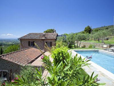 Photo for Luxury villa with swimming pool a few kilometers outside Cortona