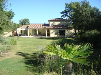 Photo for Recent villa, quiet with pool 20 km from AIX.