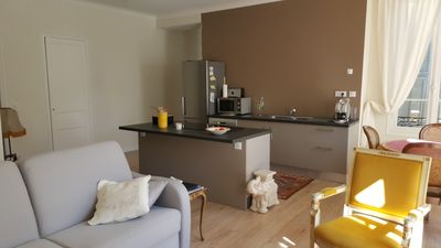 Photo for Beautiful renovated apartment, downtown, quiet, air conditioning, sunny, tram.
