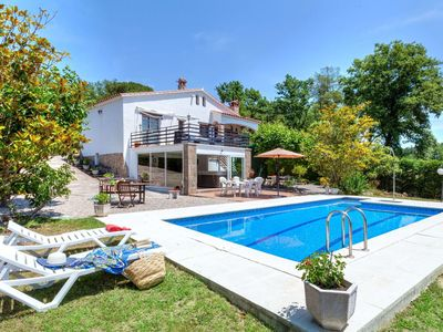Photo for Nice apartment for 8 guests with private pool, WIFI, hot tub, TV and parking