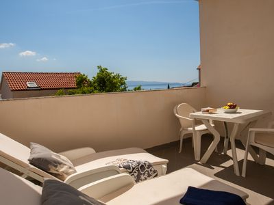 Photo for Rose Garden 5 - Sunny studio for 2•sea view•WiFi•AC•parking