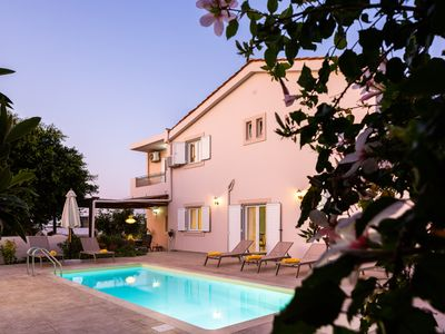 Photo for Luxury Villa with private pool, 2 km to the beach!!