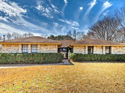 Photo for Lavish Home w/Covered Patio Near Downtown Austin!