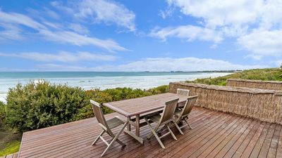 Photo for Rubys Beachfront - Absolute Eastern Beach Frontage