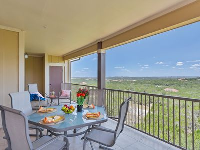 Photo for Villa, Lake Travis & Hill Country View, Hollows Resort 4 Spa Pools