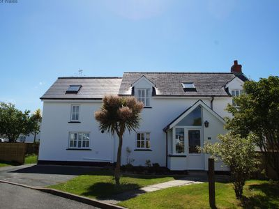 Photo for Discover idyllic Pembrokeshire from this pleasant and welcoming detached cottage within a few minute