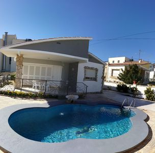 Photo for Villa with private pool, parking, garage and garden (100m beach, 8 people)