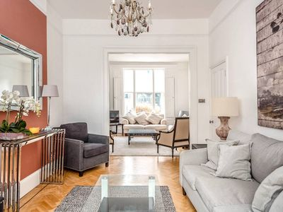 Photo for Beautiful 5 bed Chelsea Townhouse