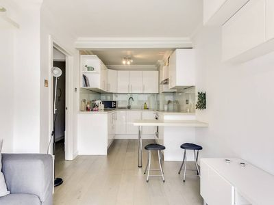 Photo for Modern 1Bed in Fitzrovia 9 Mins to Oxford Street