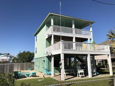 Photo for 3rd Row Home! Close to everything! Pet friendly, Private Pool, Tiki Bar