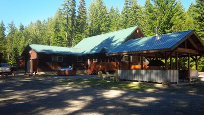 Photo for Excepional spacious lodge 5 min frm Roslyn slps 12, huge loft, WIFI, Hot Tub,