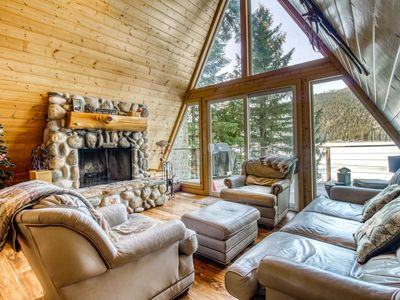 Lakefront cabin w/ great deck, lake & mountain views, private dock - dogs OK!