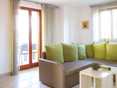 Photo for Enjoy a quiet location in the apartment with air conditioning, 2 bathrooms, terrace