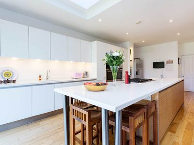 Photo for A spacious 5 bed family home located in the heart of Clapham! sleeps 10 (veeve)