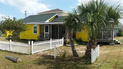 Side view of Banana Cabana Cottage with fenced yard