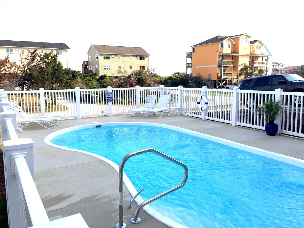 2nd row Ocean Views, Private Pool & Volleyball Ct - Emerald Isle