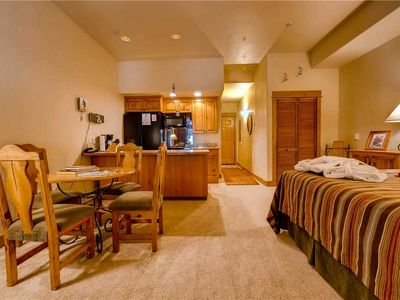 Photo for Cozy Studio, Wi-Fi, W/D, Fitness Center, Pool & Hot Tubs!