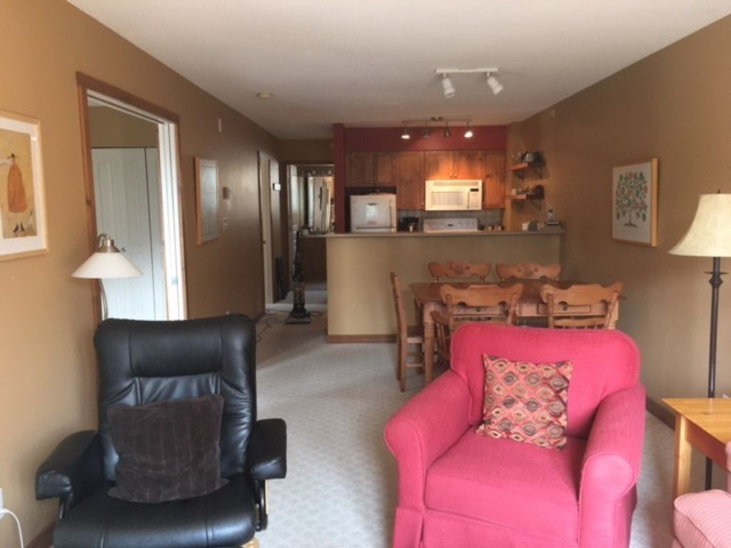 Highly Sought after Top Floor 2 Bed/2 Bath Corner Condo in Creekside