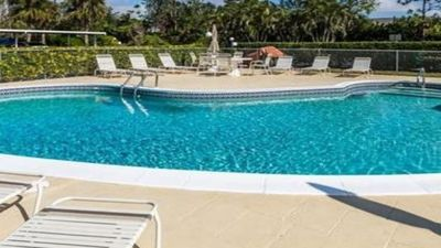 Photo for East Naples condo, 5 miles to 5th Ave and beaches