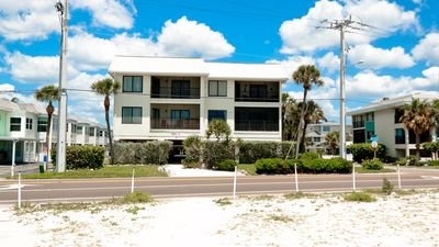 Photo for Family Friendly Top Floor Condo, Pool, BBQ from $755/week. 150 Yds to Beach