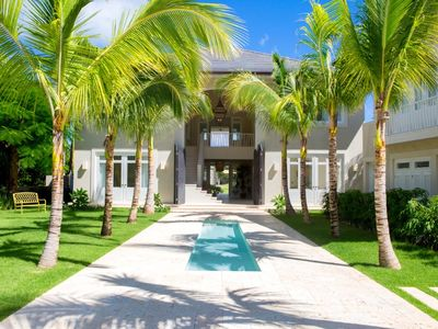 Photo for Luxurious golf-front 6-bedroom villa in Arrecife, Puntacana Resort & Club