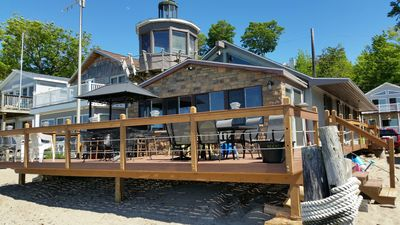 Erie, Pa  Lakeshore Cottage--1 mile west of Presque Isle--right on the  beach! - Erie