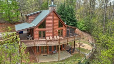 See it all in this wonderful log cabin perched high into the mountainside