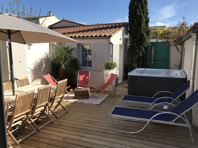Photo for Charming house with Jacuzzi 6 to 9 pers La Flotte Ile de Ré