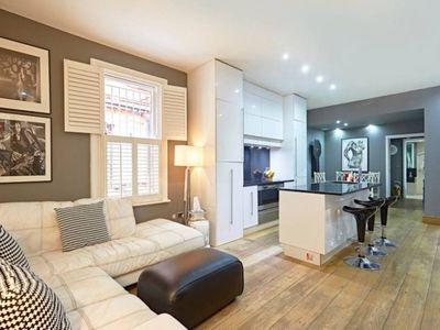 Photo for Beautiful Kensington 2 Bedroom Luxury Apartment