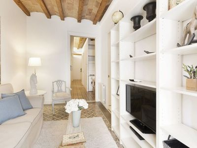 Photo for Gaudi 14 apartment in Gràcia with WiFi, air conditioning, balcony & lift.