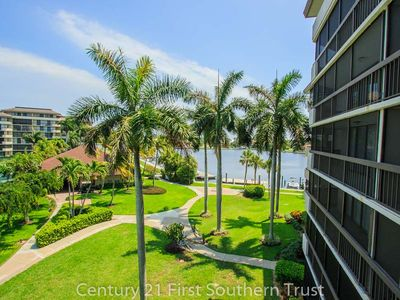 Photo for Two-bedroom, two-bathroom, renovated midrise condo in the sought-after South Seas Club.