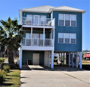 Photo for MAKIN BEACH MEMORIES! BEACH & BAY VIEWS, Room for the whole family!! Dogs too