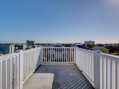 Photo for A Better View - 5 bedrooms  Great roof top views. Quick walk to the beach.