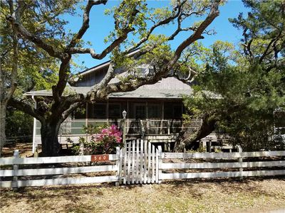 Photo for Peaceful Porch: Spacious home with large screened porch near harbor.