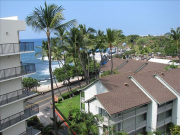 Downtown Kailua-Kona Penthouse with Private Rooftop Sundeck