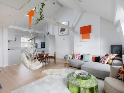 Photo for Beautiful 2Bed 2.5Bath in Hampstead, 1Min to Tube