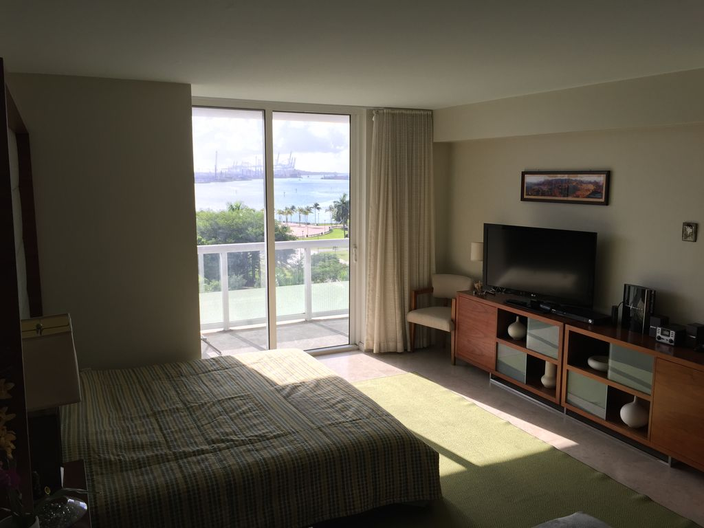 Best Views, Location and Building in Downtown Miami. Stay Like a Vip!