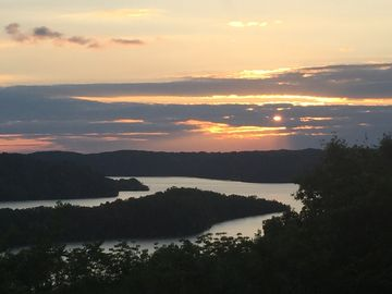 Dale Hollow  Breathtaking Lake View, Sleeps 4, WiFi, Satellite