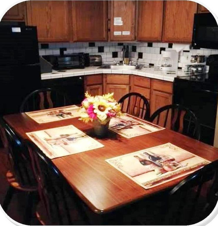 Dining For 6 In Fully Equipped Kitchen