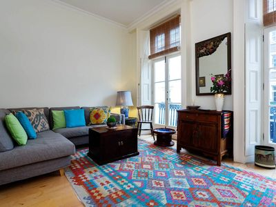Photo for 2 bedroom flat sleeping 5. Situated in affluent and popular Chelsea (Veeve)