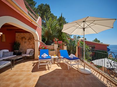 Photo for Mediterranean apartment on Mallorca with a large private terrace and sea views
