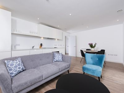 Photo for Modern and Spacious 2 Bedroom Apartment in Birmingham