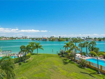Photo for The Palms of Treasure Island 207, Bay Front, WiFi, Pool, Jetted Tub, Sleeps 6