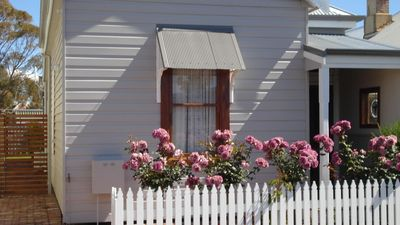 BLUEBIRD COTTAGE, Perfectly Located, Heritage Award-Winning Property -  Bunbury